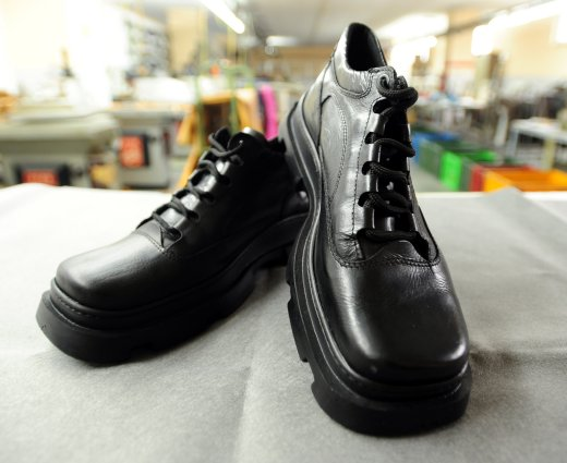 590925_081222_shoes5.jpg
