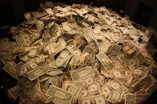 577940_091030_moneypile2.jpg