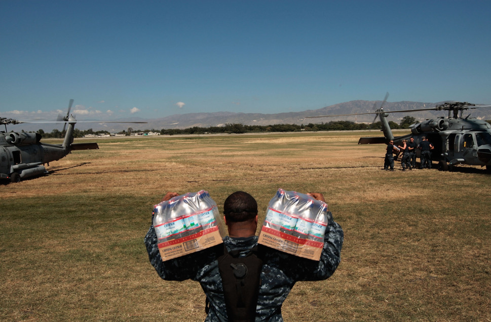 573818_100203_Soldier_carrying_supplies_to_plane2.jpeg