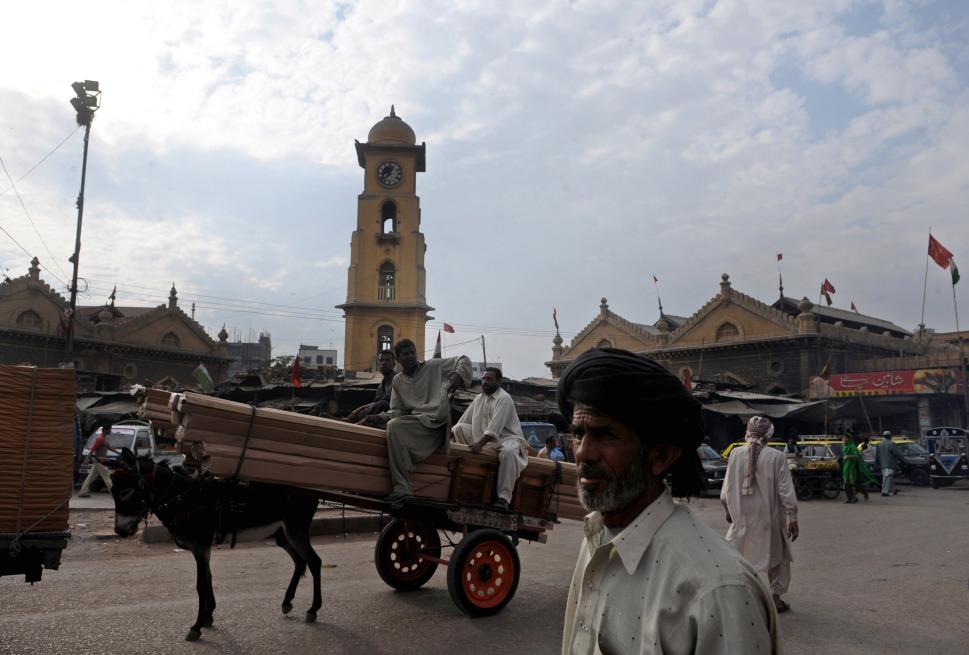 565829_100813_karachi.globalcities0602.jpg