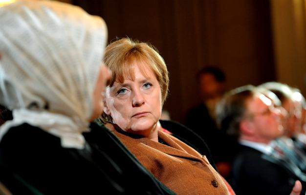 562924_101022_Merkel2.jpg