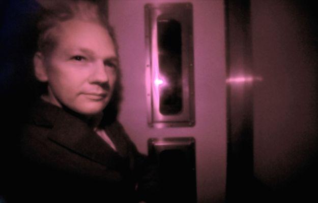 560493_101215_Assange2.jpg