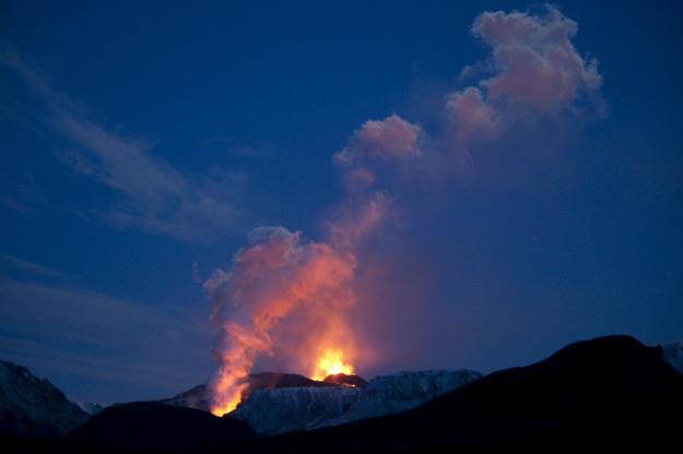 559935_101223_volcano2.jpg