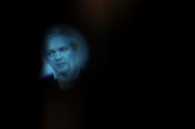 557501_110218_assange_blue2.jpg