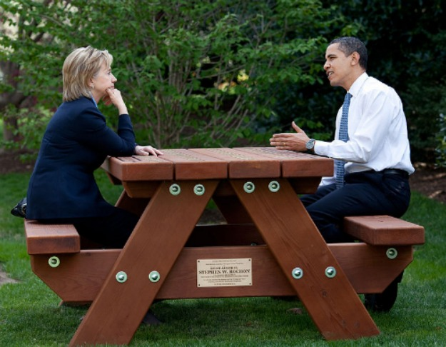 555051_772px-barack_obama_and_hillary_clinton_speakings_together_02.jpg