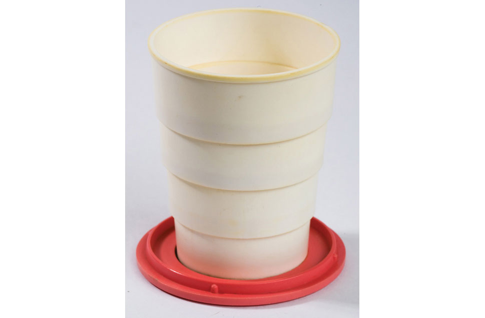 550366_110826_collapsible_cup2.jpg