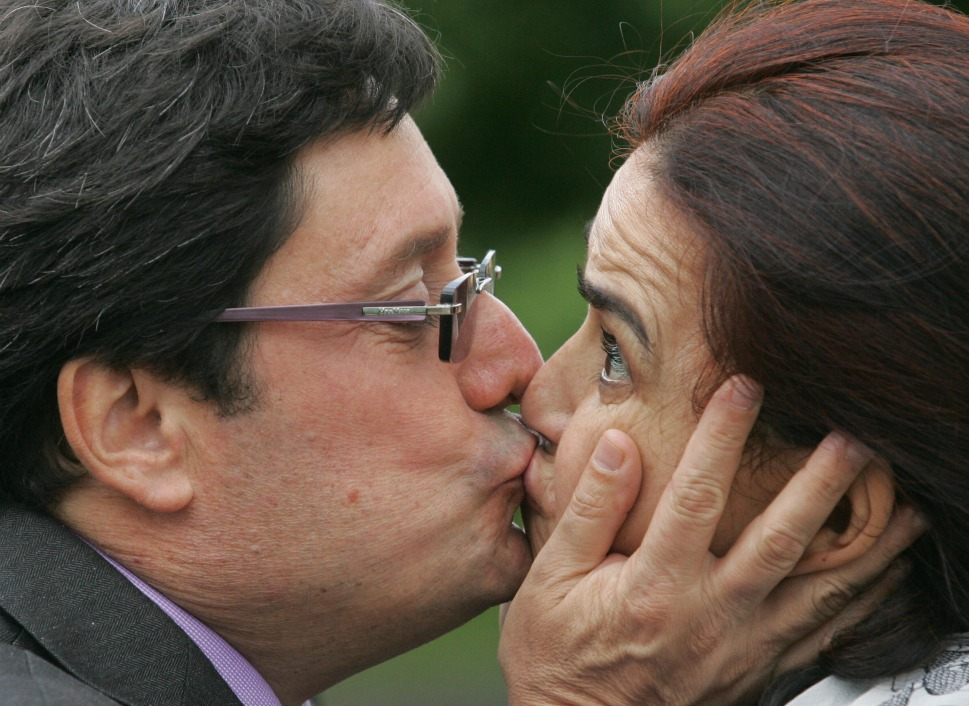 The couple: Colombian Vice President Francisco  Santos Calderon and his wife, Maria Victoria Garcia.      Love lesson: Live with passion.        Above, Vice President Francisco  Santos Calderon kisses his wife Maria Victoria Garcia during a visit to Moscow  on June 4, 2008. In 1990, Mr. Santos was kidnapped by Pablo Escobar, the leader  of the Medellín drug cartel. Along with 10 other journalists, he was held for nearly  eight months as his kidnappers tried to prevent the Colombian government from  extraditing drug traffickers to the United States. He's focused human rights activism ever  since, with the support of his wife.