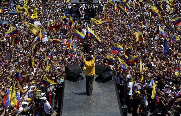 611276_capriles_rally_edited2.jpg