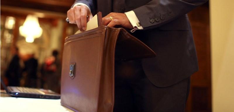 621868_briefcase148129014.jpg