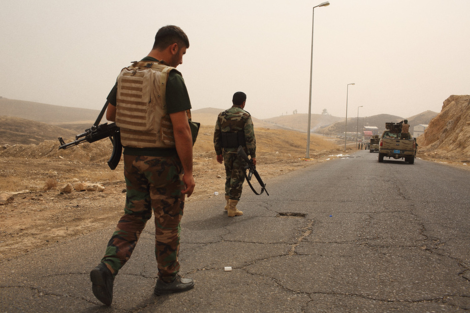 Kurdish  and Iraqi forces move forward on IS positions after re-taking Mosul dam.