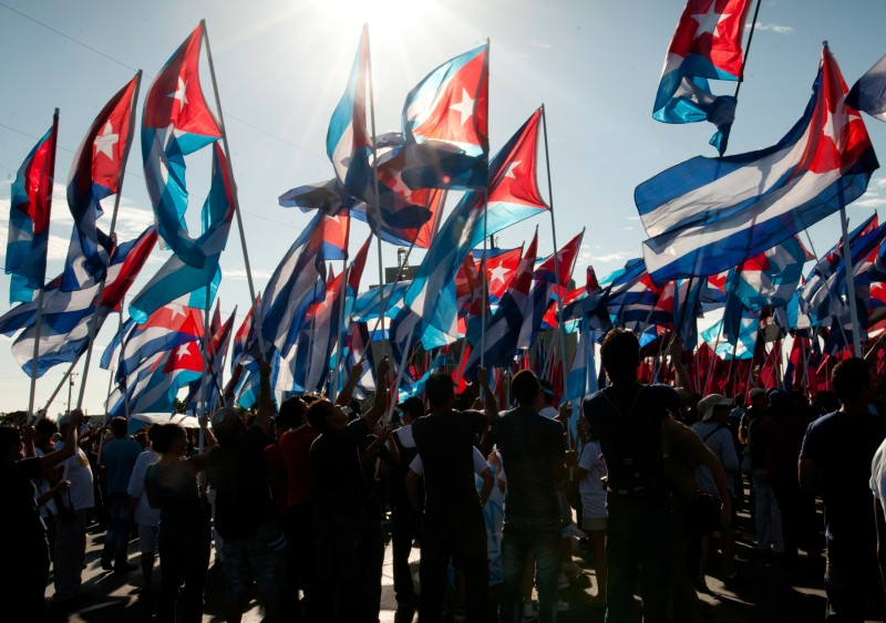 Thousands of Cubans march under the slog