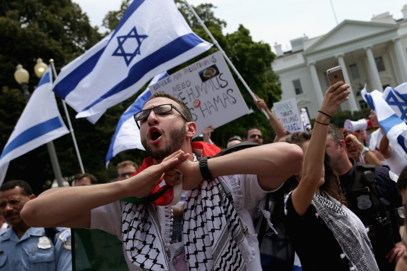 Pro-Israeli And Pro-Palestinian Groups Rally In Front Of White House