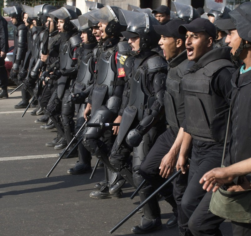 Egyptian riot policemen march forward towards the Cairo University on March 19, 2014, as clashes broke out during a protest by Muslim brotherhood students, supporters of ousted president Mohamed Morsi. AFP PHOTO / KHALED DESOUKI        (Photo credit should read KHALED DESOUKI/AFP/Getty Images)