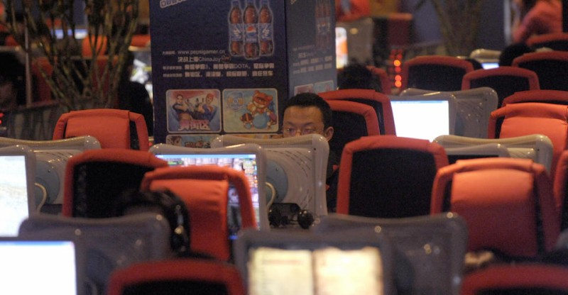 Chinese people use computers at an inter