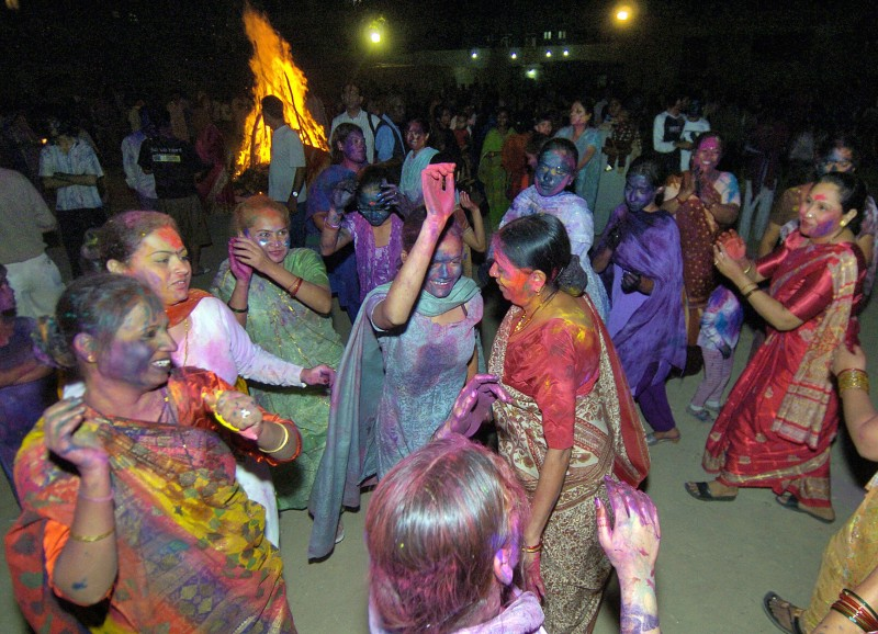 Pakistani Hindu women dance as they cele