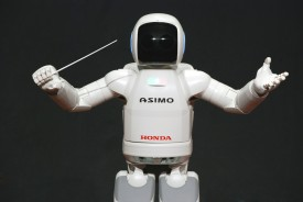 ASIMO_Conducting_Pose_on_4.14.2008