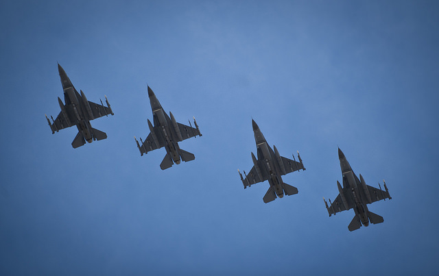 The US has decided to resume the shipment of 12 F-16 fighter jets to Egypt.