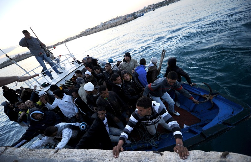 A boat carring Tunisian migrants enters