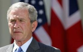 US President George W. Bush (R) speaks d