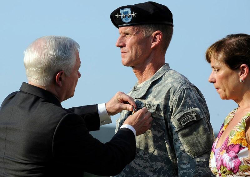 1024px-Stanley_A._McChrystal's_retirement_ceremony_2010-07-23_2