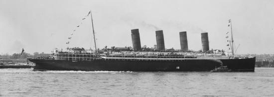 Lusitania_arriving_in_New_York_2