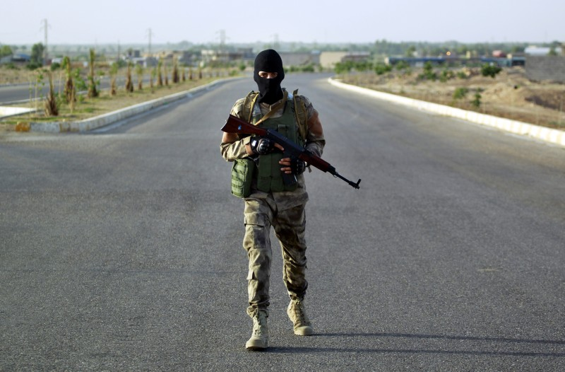 Iraqi Sunni men presented as former jihadists fighting alongside the Islamic State (IS) group who defected to join Iraq government forces take position in Amriyat al-Fallujah, in Iraq's Anbar province, on May 26, 2015. Iraqi forces took up positions on the southern outskirts of Ramadi, officials said, taking two neighbourhoods and moving into Anbar university. Army and police forces as well as allied paramilitaries clashed with IS fighters to take full control of Taesh and Humeyrah, an army colonel said. AFP PHOTO / HAIDAR HAMDANI        (Photo credit should read HAIDAR HAMDANI/AFP/Getty Images)