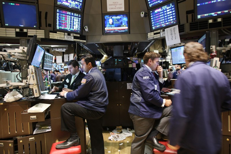 NEW YORK - NOVEMBER 14:  Traders work on the floor of the New York Stock Exchange (NYSE) seconds before the closing bell November 14, 2008 in New York City. The Dow dropped over 300 points in the last minutes of trading, bringing an end to another volatile week on Wall Street.  (Photo by Spencer Platt/Getty Images)
