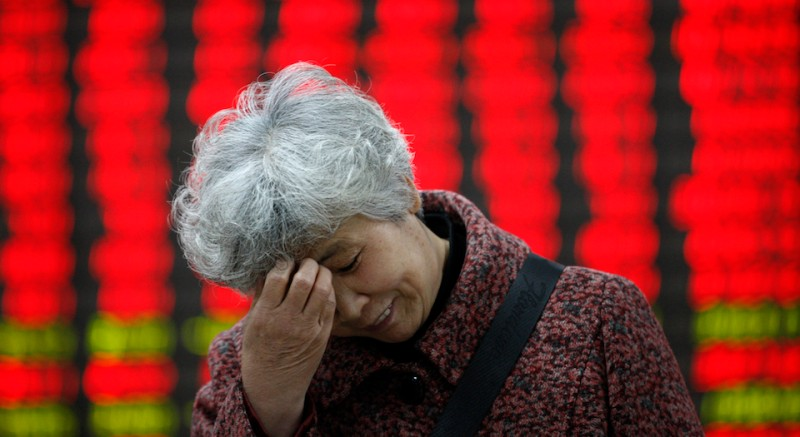 HUAIBEI, CHINA - APRIL 07: (CHINA OUT) Investors observe stock market at a stock exchange corporation on April 7, 2015 in Huaibei, Anhui province of China. The Shanghai composite index has rised 2.52% with 150 shares harden on Tuesday in Huaibei.