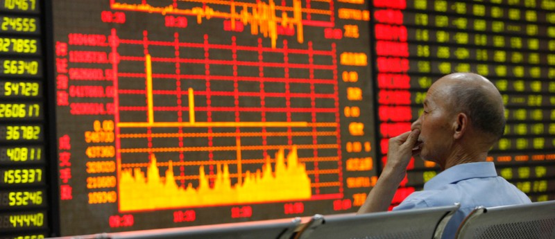 HUAIBEI, CHINA - JUNE 24:  (CHINA OUT) An investor watches the electronic board at a stock exchange hall on June 24, 2013 in Huaibei, China. Chinese shares dropped remarkably on Monday. The benchmark Shanghai Composite Index down 109.86 points, or 5.3 percent, to close at 1,963.24. The Shenzhen Component Index fell 547.52 points, or 6.73 percent, to close at 7,588.52.  (Photo by ChinaFotoPress/Getty Images)