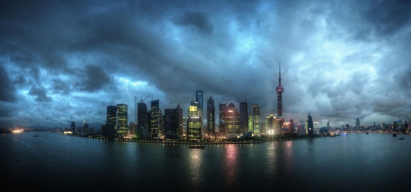 Shanghai_skyline_at_night,_panoramic._China,_East_Asia-2