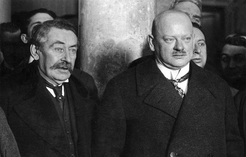 800px-Aristide_Briand_and_Gustav_Stresemann