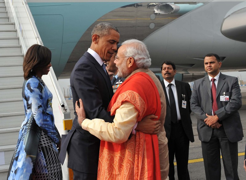 NEW DELHI, INDIA - 2015/01/25: The US President, Mr. Barack Obama & First Lady Michelle Obama warmly welcomed by the Prime Minister, Shri Narendra Modi. (Photo by Prabhat Kumar Verma/Pacific Press/LightRocket via Getty Images)