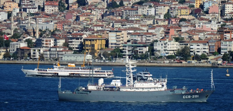 The Russian Navy CCB-201 vessel (front) sails in the Bosphorus on September 5, 2013 in Istanbul, on its way for intelligence operations off the coasts of Syria. Russian naval vessels in the Mediterranean are capable of reacting to an escalation in the Syria conflict, a military source said on September 4, as Moscow fine tunes its maritime presence ahead of possible US military action. The CCB-201 vessel is deemed to be one of the largest intelligence-collection ships in the Russian fleet. AFP PHOTO / BULENT KILIC