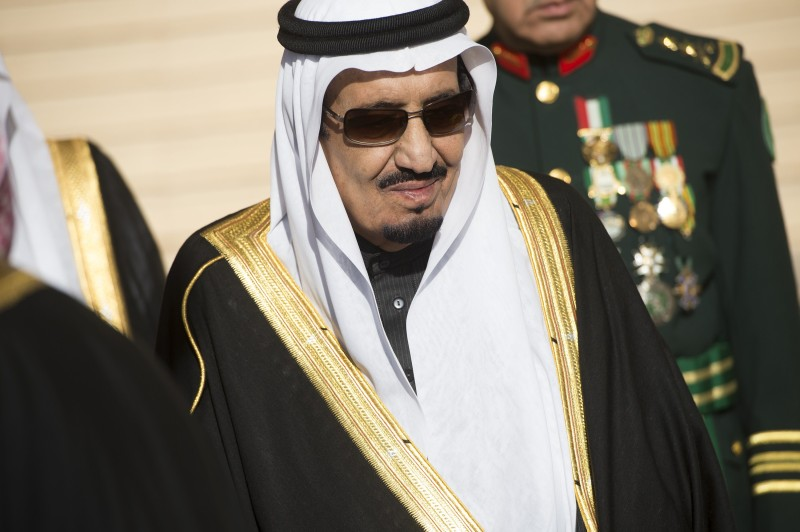 Saudi new King Salman stands during the arrival of US President Barack Obama and First Lady Michelle Obama at King Khalid International Airport in Riyadh on January 27, 2015. Obama landed in Saudi Arabia to shore up ties with new King Salman and offer condolences after the death of his predecessor Abdullah. AFP PHOTO / SAUL LOEB        (Photo credit should read SAUL LOEB/AFP/Getty Images)