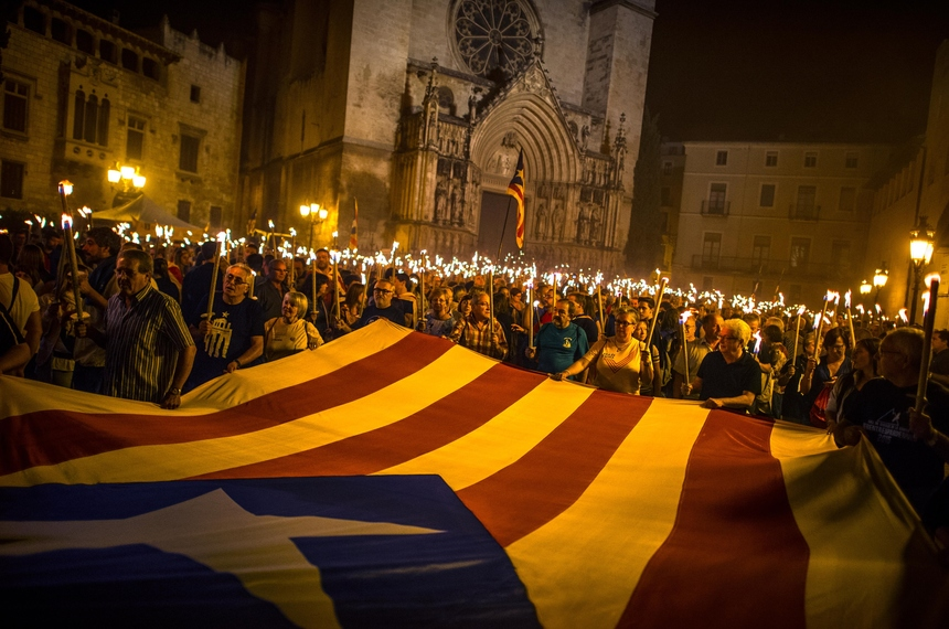 VILAFRANCA DEL PENEDES, SPAIN - SEPTEMBER 10:  Demonstrators carry a huge Pro-Independece Catalan flag as they march during a Catalan Pro-Independence demonstration on September 10, 2015 in Vilafranca del Penedes, Spain. The Spanish northeastern autonomous region celebrates its National Day on September 11 which coincides with the kick off of the electoral campaing. Political Parties for and against independence of Catalonia will hold a regional elections on September 27.  (Photo by David Ramos/Getty Images)