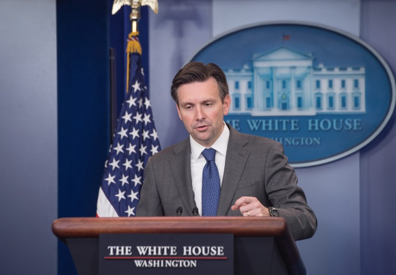 US Press Secretary Josh Earnest speaks at the daily briefing at the White House in Washington, DC, on October 5, 2015.   AFP PHOTO/NICHOLAS KAMM        (Photo credit should read NICHOLAS KAMM/AFP/Getty Images)