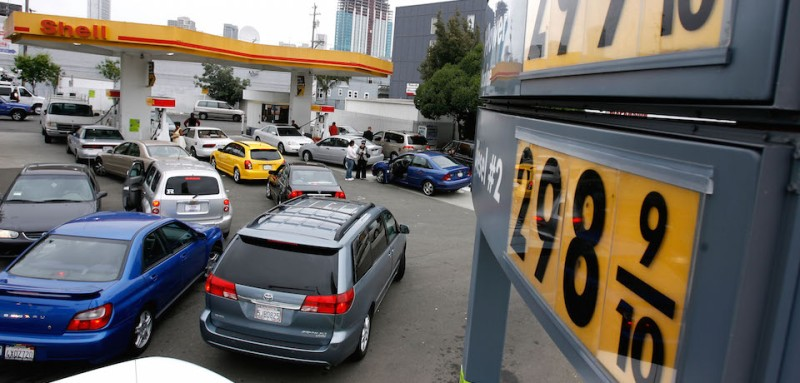 SAN FRANCISCO - MAY 31:  Gas customers wait in a long line to get discounted gasoline May 31, 2007 in San Francisco, California. Shell gas station owner Bob Oyster dropped his gas prices to below $3.00 per gallon for all grades as he prepares to close his gas station after Shell Corporation attempted to raise his rent to over $13,000 per month. Hundreds of people lined up for the cheap gas, some waiting as long as 40 minutes.  (Photo by Justin Sullivan/Getty Images)