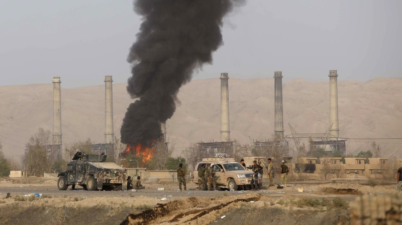 Iraqi Shiite fighters from the Popular Mobilisation units, fighting Islamic State (IS) jihadists alongside Iraqi government forces, are seen opposite Baiji's main refinery north of the multi-ethnic Iraqi city of Tikrit on October 15, 2015. Iraqi forces defused booby traps and hunted down holdout jihadists in the strategic Baiji area as part of their biggest advance against the Islamic State group in months. After retaking most of the refinery to the north of the city, at a crossroads between several frontlines, security forces were sweeping the sprawling complex for bombs and die-hard jihadists.  AFP PHOTO / MOHAMMED SAWAF        (Photo credit should read MOHAMMED SAWAF/AFP/Getty Images)