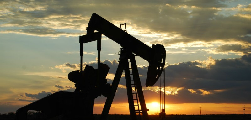 U S  Mulls Lifting Oil Export Ban, but a Tough Sell on the Hill