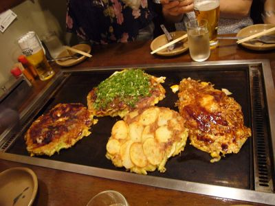 1024px-Okonomiyaki_by_S_e_i_in_Osaka