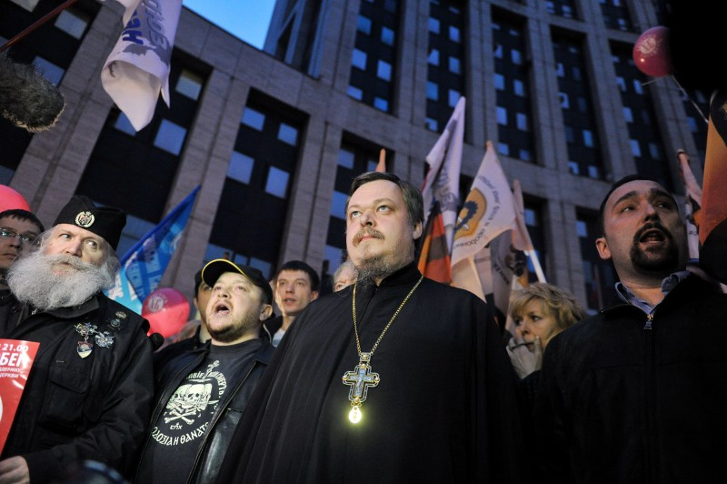 Russian Orthodox Church spokesman Vsevolod Chaplin (C) attends a rally to support the Russian Orthodox church in Moscow, on April 21, 2012. AFP PHOTO / ANDREY SMIRNOV (Photo credit should read ANDREY SMIRNOV/AFP/Getty Images)