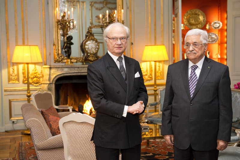 Palestinian president Mahmoud Abbas (R) poses for a picture with Sweden's King Carl Gustaf on February 10, 2015 at the Royal Palace in Stockholm. AFP PHOTO/JONATHAN NACKSTRAND        (Photo credit should read JONATHAN NACKSTRAND/AFP/Getty Images)