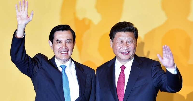 Chinese President Xi Jinping (R) and Taiwan President Ma Ying-jeou wave to journalists before their meeting at Shangrila hotel in Singapore on November 7, 2015. The leaders of China and Taiwan hold a historic summit that will put a once unthinkable presidential seal on warming ties between the former Cold War rivals. AFP PHOTO / Roslan RAHMAN        (Photo credit should read ROSLAN RAHMAN/AFP/Getty Images)
