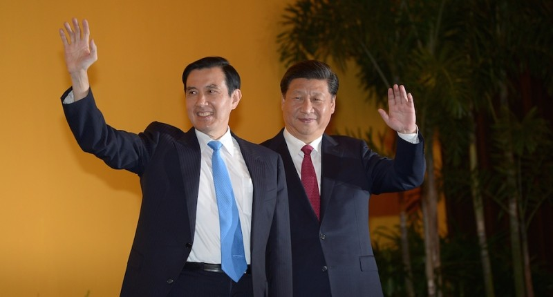 Chinese President Xi Jinping and Taiwan President Ma Ying-jeou wave to journalists during a meeting at Shangrila hotel in Singapore on November 7, 2015.  The leaders of China and Taiwan hold a historic summit that will put a once unthinkable presidential seal on warming ties between the former Cold War rivals.    AFP PHOTO / MOHD RASFAN        (Photo credit should read MOHD RASFAN/AFP/Getty Images)