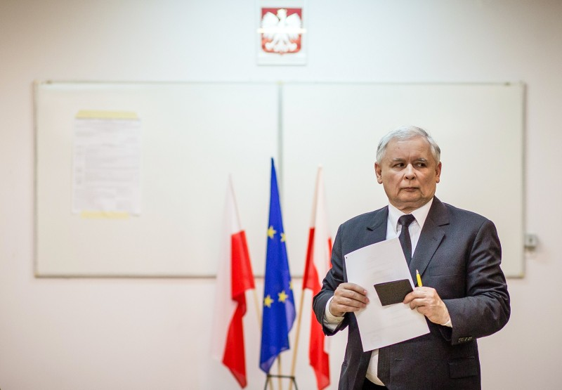 Jaroslaw Kaczynski, leader of conservative PiS (Law and Justice) party arrives to cast his ballot for the European Parliament elections on May 25, 2014 at a polling station in Warsaw. AFP PHOTO / WOJTEK RADWANSKI        (Photo credit should read WOJTEK RADWANSKI/AFP/Getty Images)