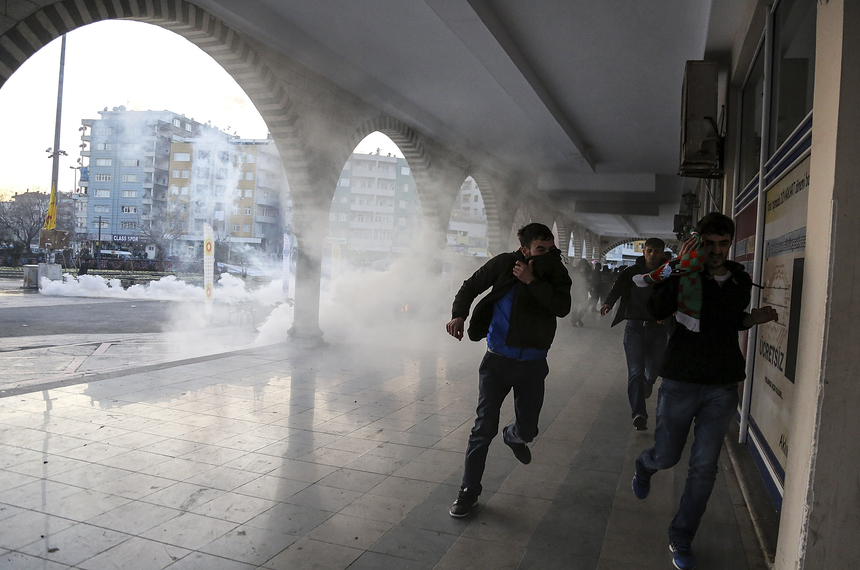 DIYARBAKIR, TURKEY - FEBRUARY 01:  Small clashes break out during a short pause in the curfew on February 1, 2016 in Diyarbakir, Turkey. Parts of Diyarbakir, that is considered the capital of Turkey's Kurdish regions, have been under a Turkish army imposed curfew for more than two months.  (Photo by Awakening/Getty Images)