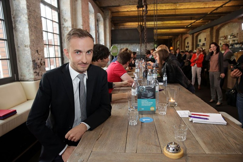 Picture taken on June 14, 2013 shows German TV comedian Jan Boehmermann posing for a picture in Berlin. Chancellor Angela Merkel on April 15, 2016 authorised a Turkish demand for criminal proceedings against Boehmermann over a crude satirical poem about President Recep Tayyip Erdogan in a bitter row over free speech. / AFP / dpa / Jörg Carstensen / Germany OUT        (Photo credit should read JORG CARSTENSEN/AFP/Getty Images)