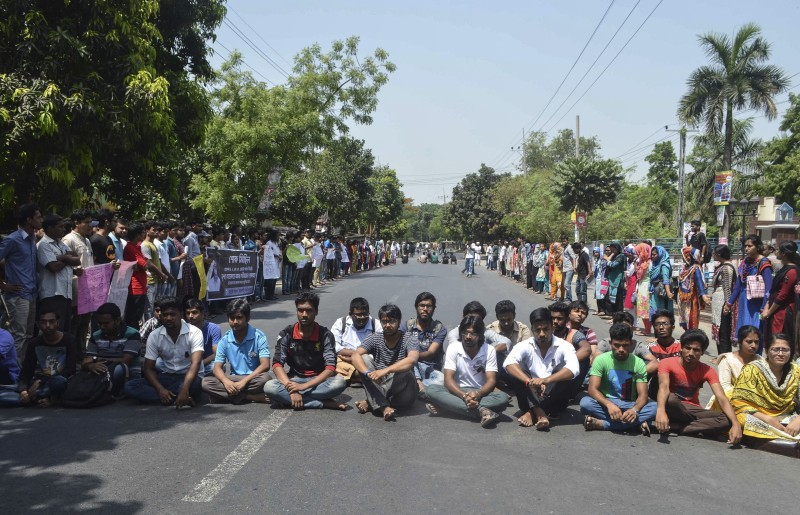 Bangladeshi students protest in Rajshahi on April 24, 2016 a day after unidentified attackers hacked to death a university professor. Bangladesh police arrested an Islamist student on April 24 over the hacking to death of a professor one day earlier, the latest such killing claimed by the Islamic State group. / AFP / -        (Photo credit should read -/AFP/Getty Images)