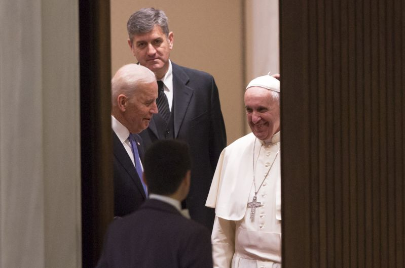 VATICAN CITY, VATICAN - APRIL 29:  U.S. Vice President Joe Biden (L) greets Pope Francis (R) upon his arrival before Pope Francis receives in audience the participants at the international conference promoted by the Pontifical Council for Culture on the progress of regenerative medicine and its cultural impact, at Paul VI Audience Hall in the Vatican City, Vatican on April 29, 2016. (Photo by Riccardo De Luca/Anadolu Agency/Getty Images)