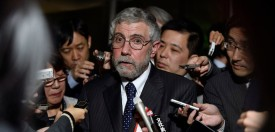 US economist and Nobel-prize of Economy winner Paul Krugman speaks with journalists after his meeting with Japanese Prime Minister Shinzo Abe at Abe's official residence in Tokyo on March 22, 2016.  Krugman participated in a meeting on international financial economy with top Japanese governmental officials. / AFP / POOL / FRANCK ROBICHON        (Photo credit should read )